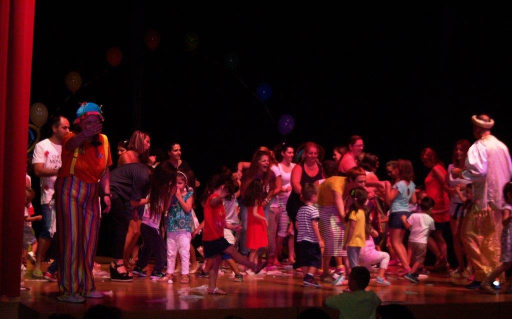 Παιχνίδια, χορός και παιδικές χαρούμενες φωνές στην Αγία Βαρβάρα
