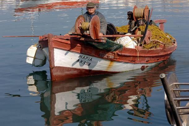 πολιτική της τρόικας κατά των Ελλήνων αλιέων