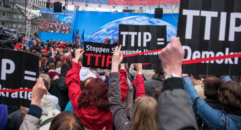 Ενάντια στην TTIP και στα μνημόνια